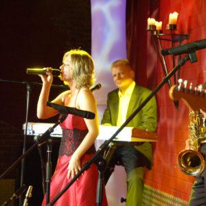 Unisono-Musik-Party-Band-Sängerin-Keyboard